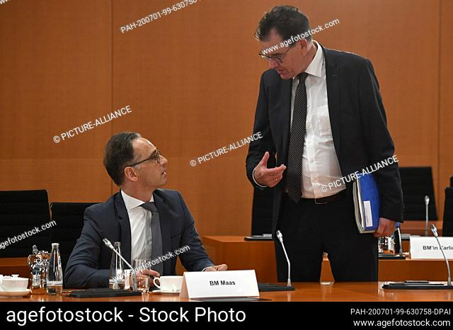 01 July 2020, Berlin: Foreign Minister Heiko Maas (l) talks to Federal Development Minister Gerd Müller (CSU) at the beginning of the weekly cabinet meeting