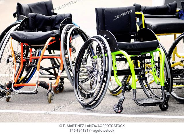 Wheelchairs to play basketball