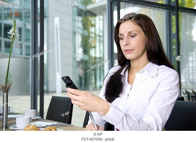 A woman using her mobile phone in a resturant