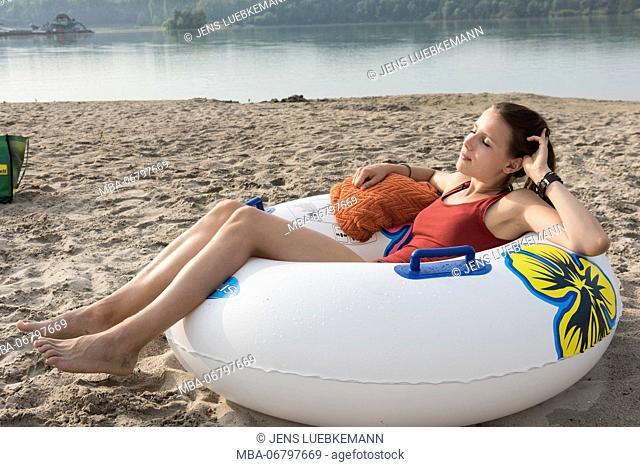 Girls on the beach, quarry pond Liedolsheim, Dettenheim, Baden-Wurttemberg, Germany