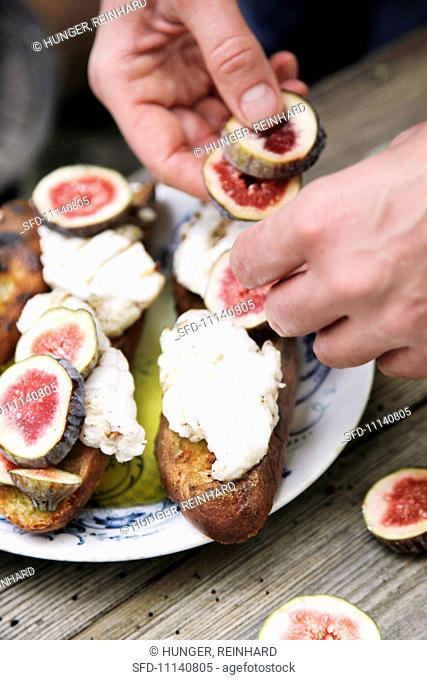 Monk fish on white bread with figs