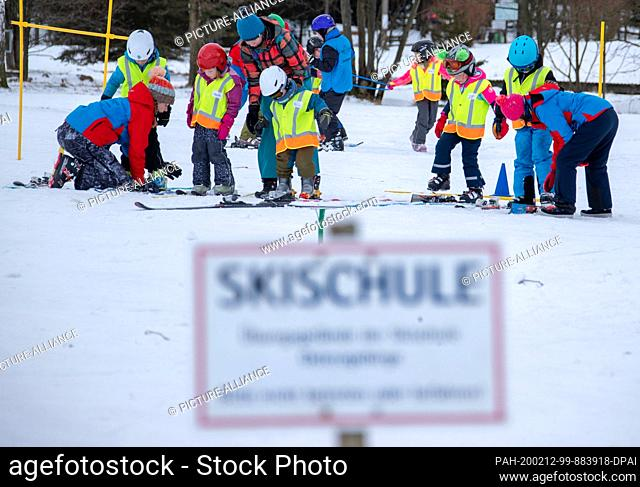12 February 2020, Saxony, Altenberg: Small children practise in the ski school on the ski slope in partly sunny weather. A thin layer of snow attracts...