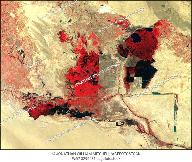 EARTH Iraq / Iran -- 07 Sep 1990 -- Landsat satellite imagery reveals that in the last 10 years, wetlands that once covered as much as 20, 000 square km (7