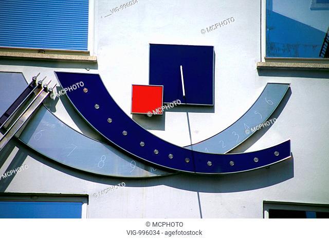 Modern sundial on a building - 12/09/2008