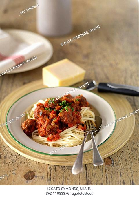 Spaghetti con le polpettine spaghetti with meatballs