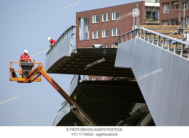 removing parst of the Jan Schaefferbridge, Sail 2010, Javakade