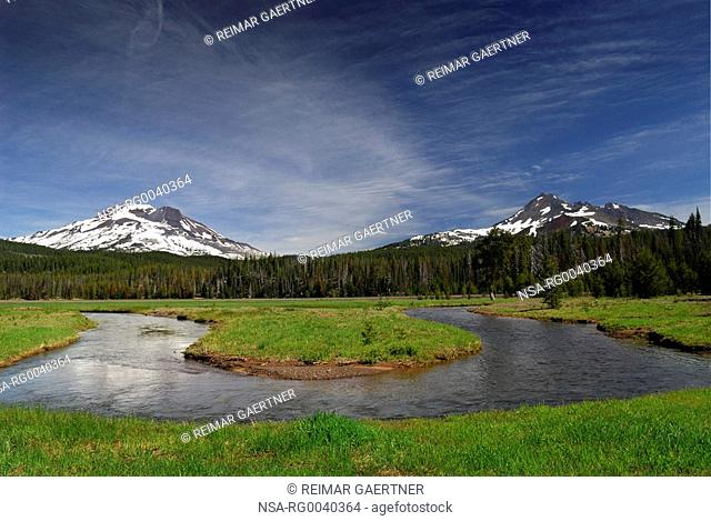 Soda Creek at Sparks Lake meadow mit South Sister und Broken Top Mountain