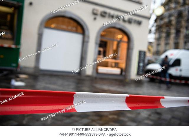 14 January 2019, Bavaria, Bamberg: The area in front of a jewellery shop has been closed off with a white-red flutter band