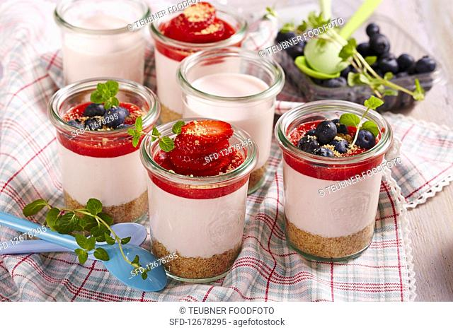 Fruity cheesecake in jars to take away