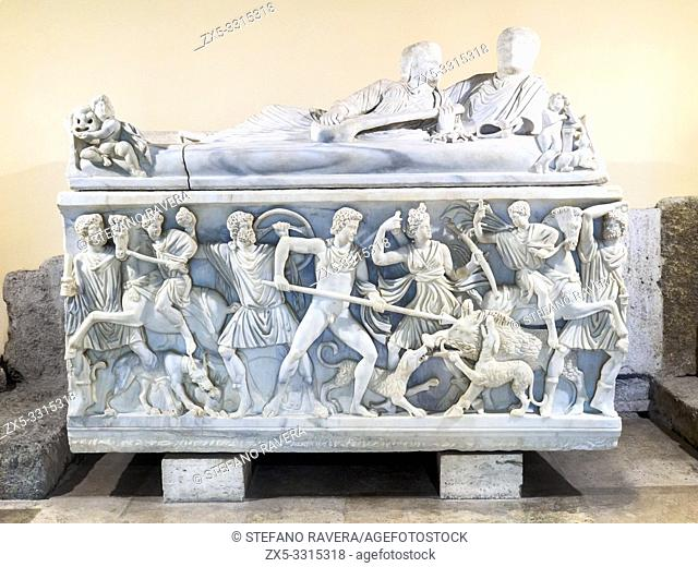 Sarcophagus with the Calydonian boar hunt. Proconnesian marble. At the center of the scene Meleager hunts the Calydonian boar before Artemis