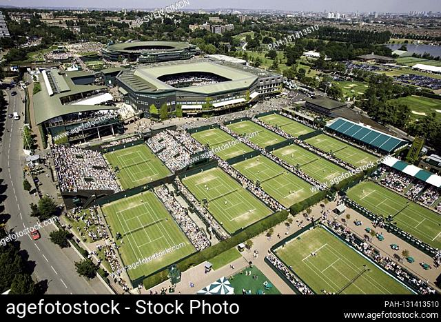 Because of the Corona crisis: Wimbledon is out this year! Archive photo: Tennis Wimbledon Championships 2005-The All England Tennis and Croquet Club overview...