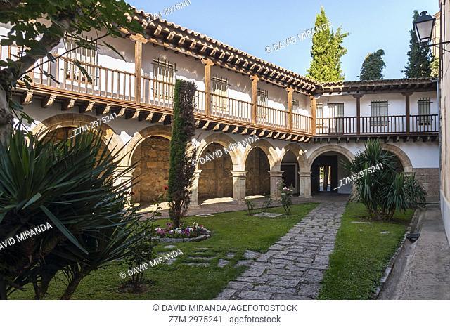 Claustro del convento de las Dueñas. Salamanca. Ciudad Patrimonio de la Humanidad. Castilla León. España