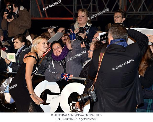 Model Karolina Kurkova (L) poses with fans as she arrives for the 16th edition of the German 'GQ Men of the Year' awards at the 'Komische Oper' theatre house in...