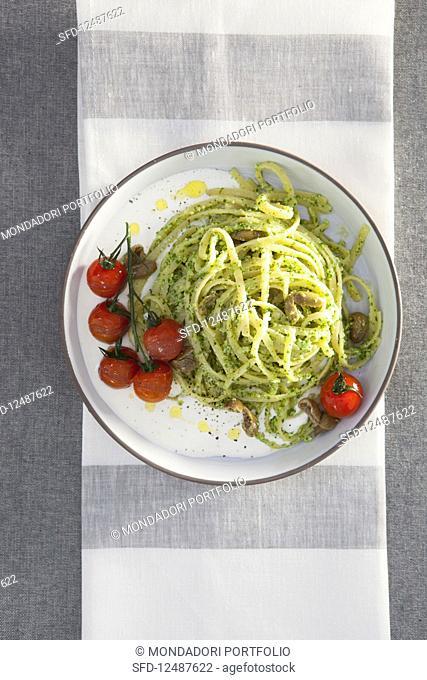 Linguine in parsley sauce with stracciatella di burrata and olives