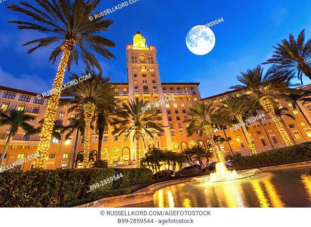 ENTRANCE FOUNTAIN CHRISTMAS LIGHTS HISTORIC BILTMORE HOTEL CORAL GABLES MIAMI FLORIDA USA