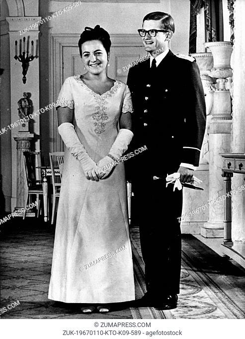 Jan. 10, 1967 - Amsterdam, Holland, Netherlands - PRINCESS MARGRIET daughter of Queen Juliana and Prince Bernhard marries PIETER VAN VOLLENHOVEN in a civil...