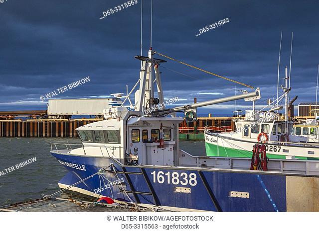Canada, New Brunswick, Northeastern New Bruswick, Caraquet, boats in the fishing port