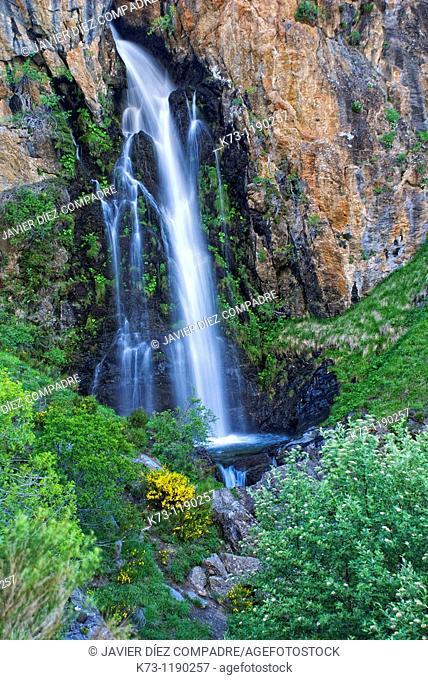 Waterfall  Mazobre Valley  Fuentes Carrionas y Fuente Cobre-Montaña Palentina Natural Park. Palencia province, Castilla y Leon, Spain