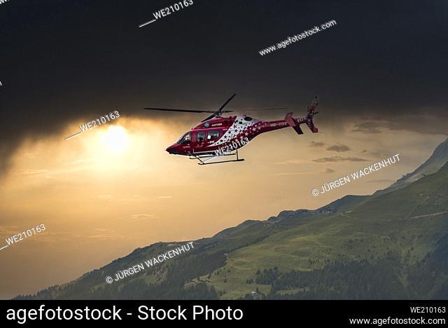 Helicóptero de rescate del equipo de rescate de montaña Goms, Bellwald, Valais, Suiza, Europa