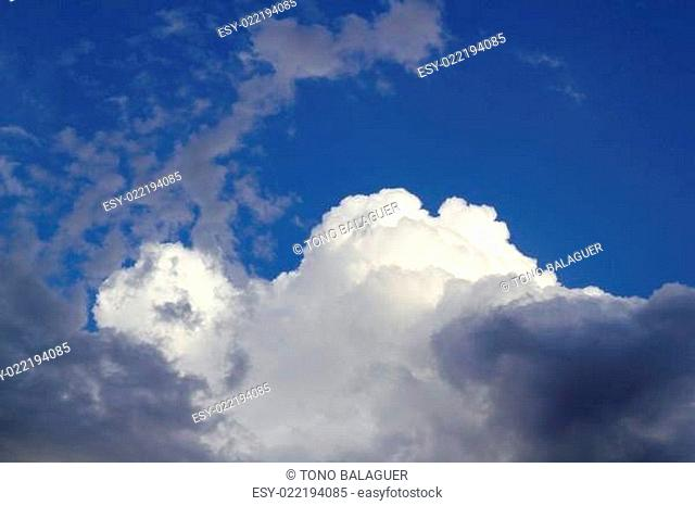 cumulus clouds dramatic blue sky cloudy