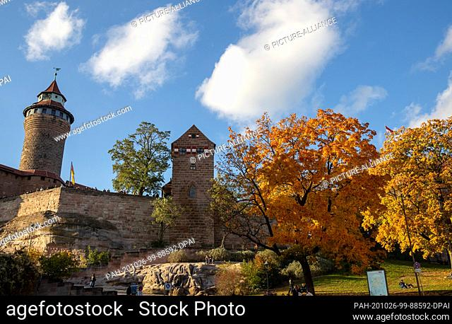25 October 2020, Bavaria, Nuremberg: The imperial castle in the old town. Nuremberg wants to become the cultural capital in 2025. On 28.10