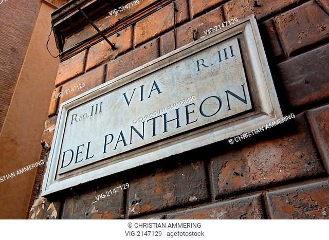 ITALY, ROME, 24.07.2009, Via del Pantheon - Rome, ITALY, 24/07/2009