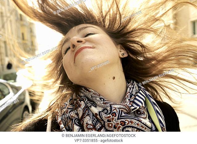 sanguine carefree woman exposing liver spot on bare throat, Nävus, birthmark, proud of skin blemish
