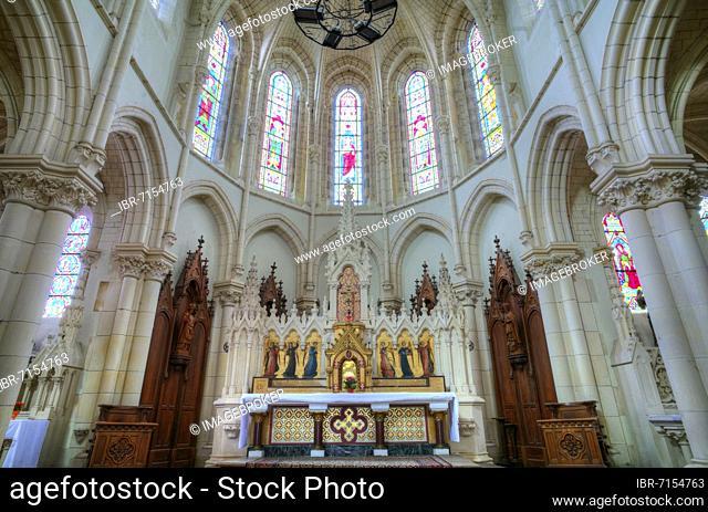 Altar, choir room, Église Saint Pierre en Brocéliande de Bédée, Bédée, Ille-et-Vilaine, France, Europe