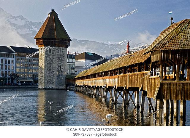 The Kappelbrücke in Luzern, Lucerne, with the Reuss River in the foreground, in Luzern, Lucerne, Switzerland
