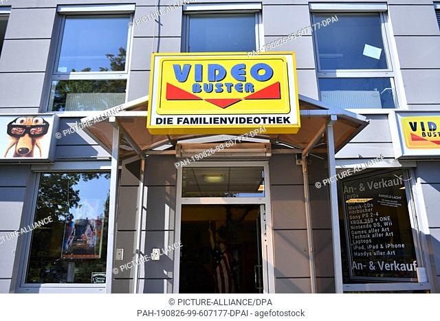 """22 August 2019, Thuringia, Erfurt: Video Buster stands above the entrance to the video store Video Buster. (to dpa """"""""Videotheques in Thuringia: """"""""Now I have no..."""