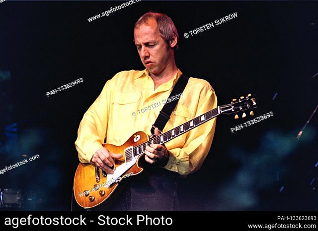 June 8th, 1996, Hamburg, Mark Knopfler live and Open Air on the Golden Heart Europe Tour in Hamburg's Stadtpark with a Gibson Les Paul