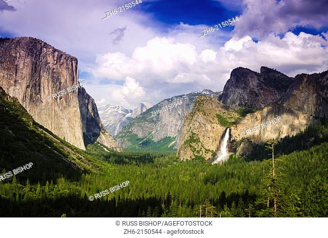 Yosemite Valley from Tunnel View, Yosemite National Park, California USA