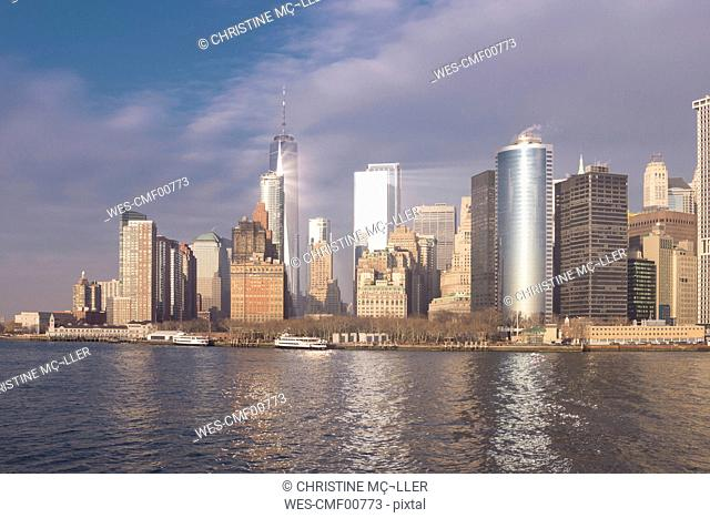 USA, New York, Manhattan, Skyline with One World Trade Center