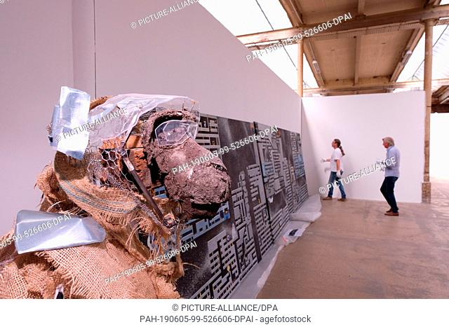 "05 June 2019, Saxony, Leipzig: A sculpture entitled """"Makaffe"""" by the artist Nelly Schmücking stands in the exhibition room of the Leipzig annual exhibition on..."