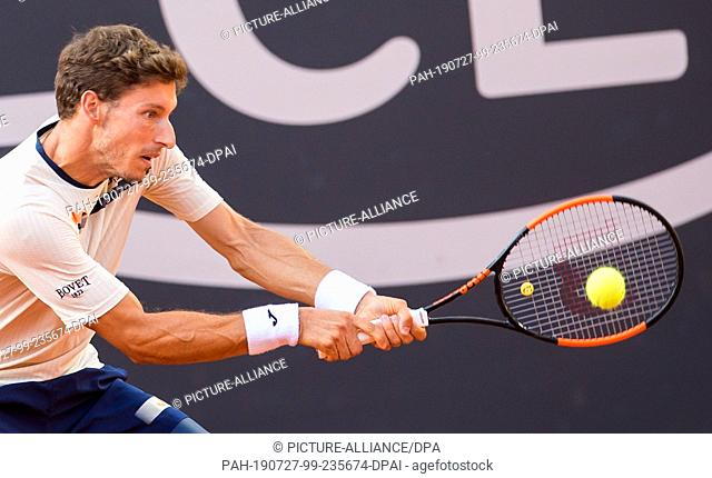 27 July 2019, Hamburg: Tennis, ATP-Tour, Hamburg European Open, singles, men, semi-final in the stadium at Rothenbaum: Rublev (Russia) - Carreno Busta (Spain)