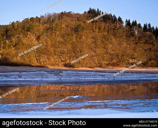 Europe, Germany, Hesse, Vöhl, Kellerwald-Edersee National Park, Eder River on Ehrenberg, dry Edersee, winter morning atmosphere with ice and snow