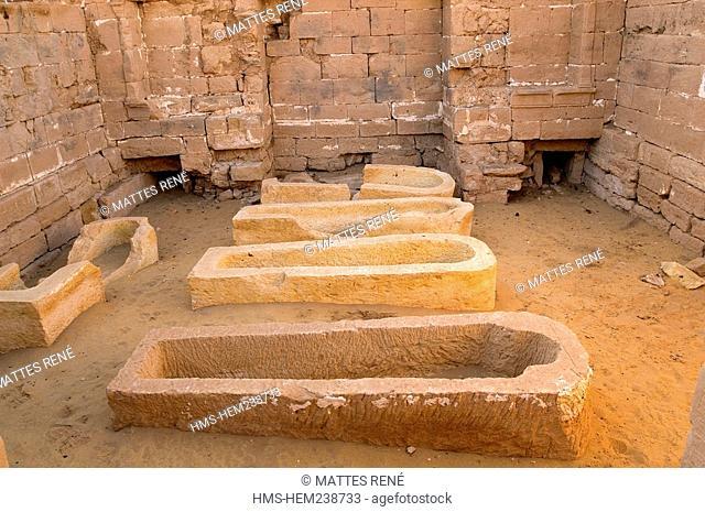 Egypt, Upper Egypt, Libyan Desert, Dakhla Oasis, Bashandi, sarcophagus
