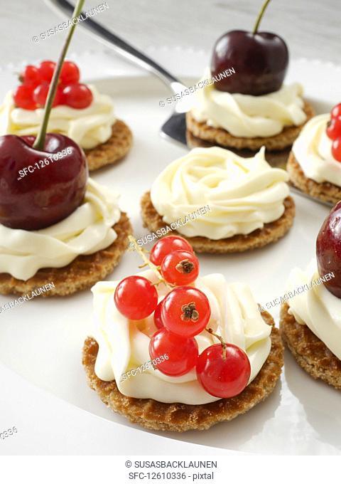 Mini honey waffles with mascarpone cream and fruit