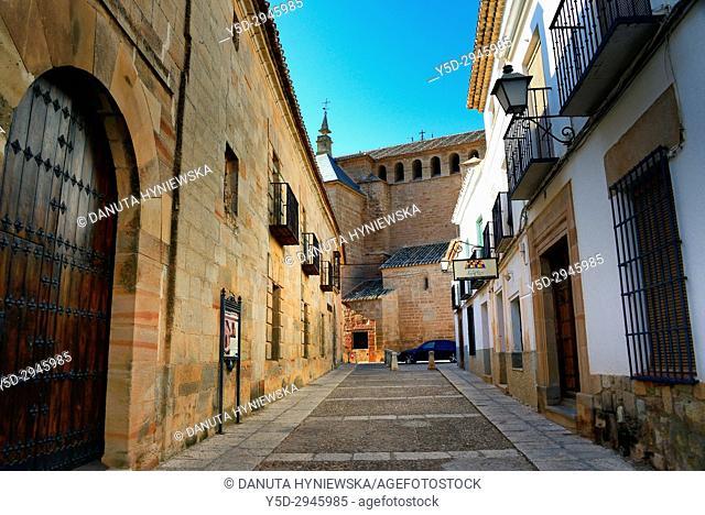 street scene, in background San Andres Apostol church, Villanueva de los Infantes, Ruta de Don Quijote, Ciudad Real province, Castilla La Mancha, Spain, Europe