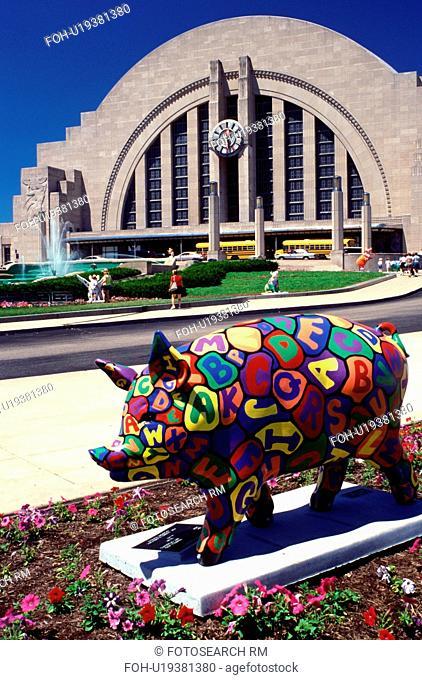 pig statue, Cincinnati, OH, Ohio, Pig statue outside the Cincinnati Museum Center at Union Terminal