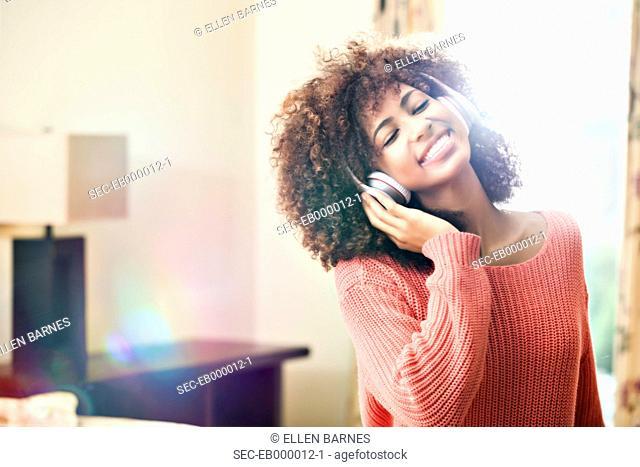 Teenage girl (16-17) listening to music
