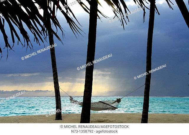 Maldives, north Male atoll, One & Only Reethi Rah hotel, hammock