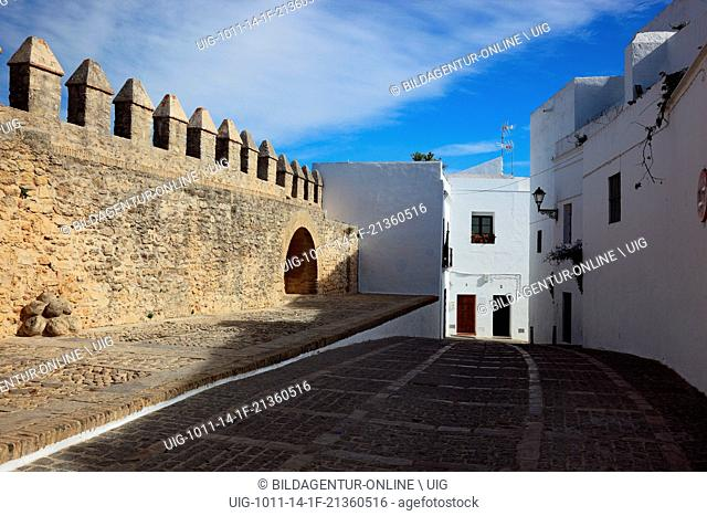 Spain, Andalusia, Vejer de la frontera, white village in Cadiz province, alleyway in the old city and walls of the castle