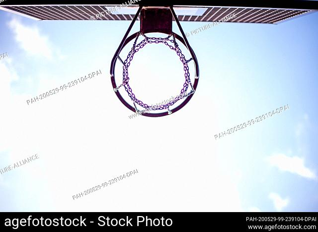 28 May 2020, Saxony-Anhalt, Magdeburg: A basketball hoop of a public sports field under a blue sky. Photo: Klaus-Dietmar Gabbert/dpa-Zentralbild/ZB