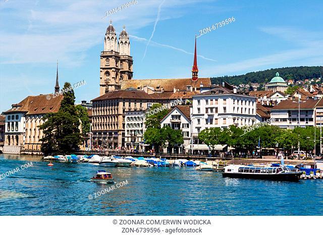 Schweiz, Zürich, Großmünster und Fluß Limmat
