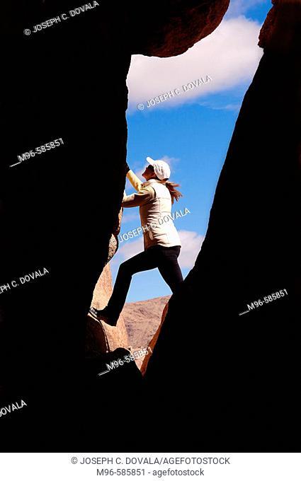 Female rock climber, Joshua Tree Park, CA, USA