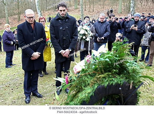 Minister President of Mecklenburg-Western Pomerania Erwin Sellering (l, SPD) and CDUparliamentary party member Marc Reinhardt lay a wreath during a remembrance...