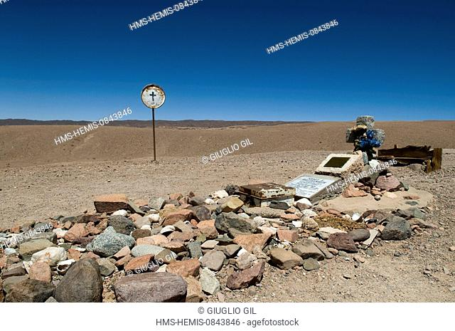 Chile, Antofagasta Region, El Loa province, Atacama Desert, the geologist Sidney E. Hollingworth's tomb at border of road from Calama to San Pedro