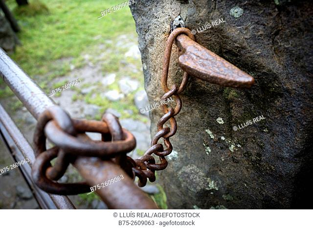 Lock closing a metal barrier. Buckden, Upper Wharfedale, North Yorkshire, Yorshire Dales, Skipton, England, UK, Europe