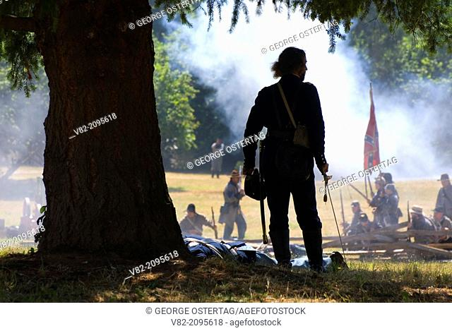 Battle re-enactment, Civil War Re-enactment, Willamette Mission State Park, Oregon